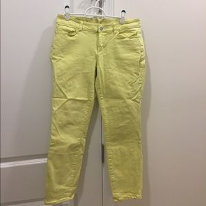 Vibrant yellow ankle jeans